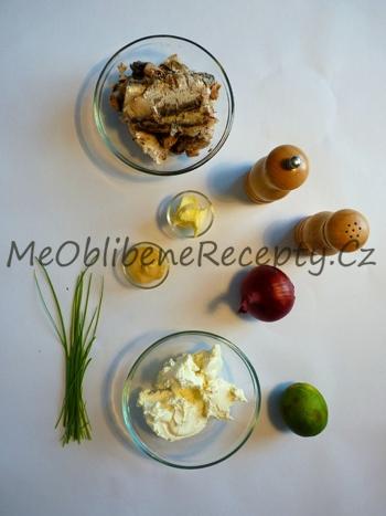 Sardinková pomazánka s cibulkou smaženou na másle
