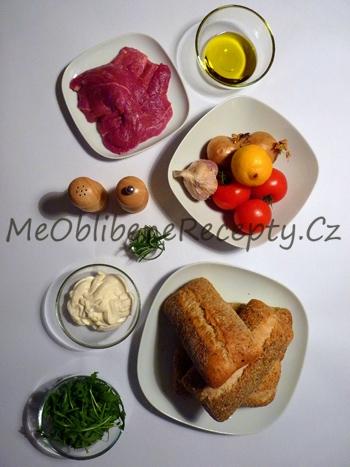 Sendvič s jehněčím masem, pečenými rajčaty a citronovou majonézou