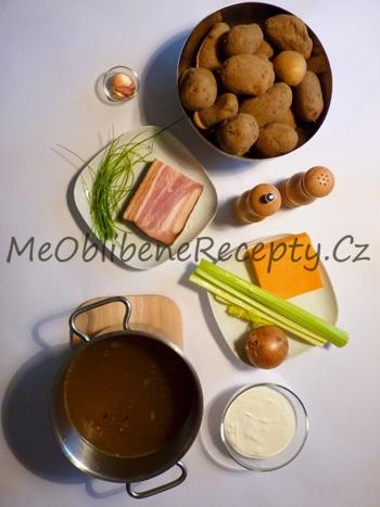 Polévka z pečených brambor se slaninou a zakysanou smetanou