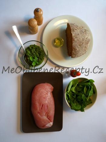 Krůtí sendvič s pestem a špenátem