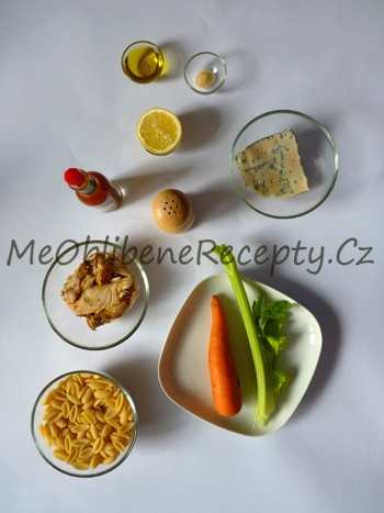 Studený těstovinový salát s kuřecím masem