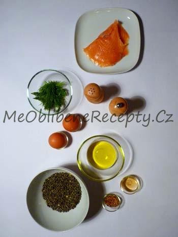 Čočkový salát s uzeným lososem a vejcem