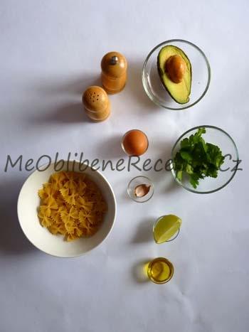 Těstoviny v avokádové omáčce s volským okem