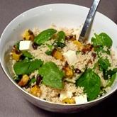 Salát s kuskusem a špenátem